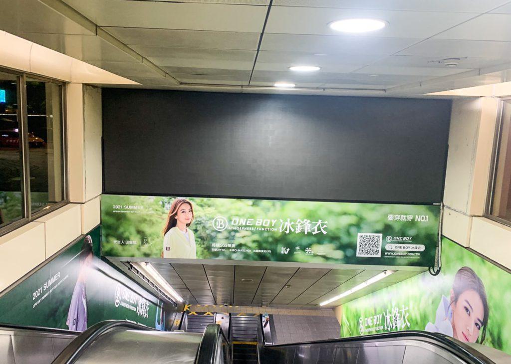 冰鋒衣-西門站出口廣告